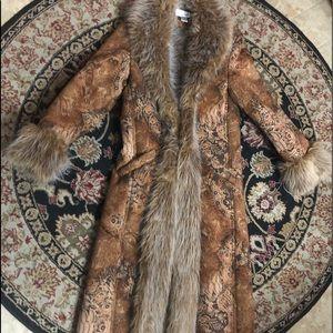 Like new! Newport News Brown Paisley w/ Fur coat